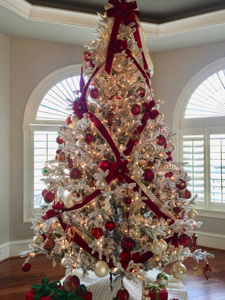 How to Decorate a Christmas Tree with Ribbon Using ...