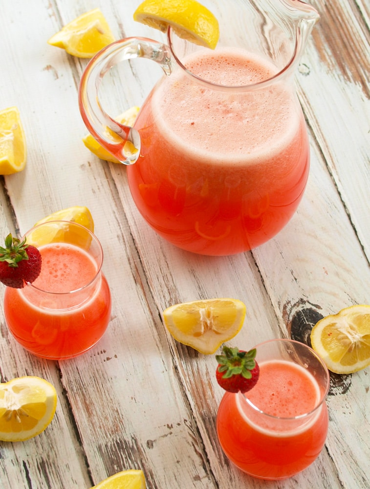 Homemade Strawberry Lemonade || Happy Healthy Mama