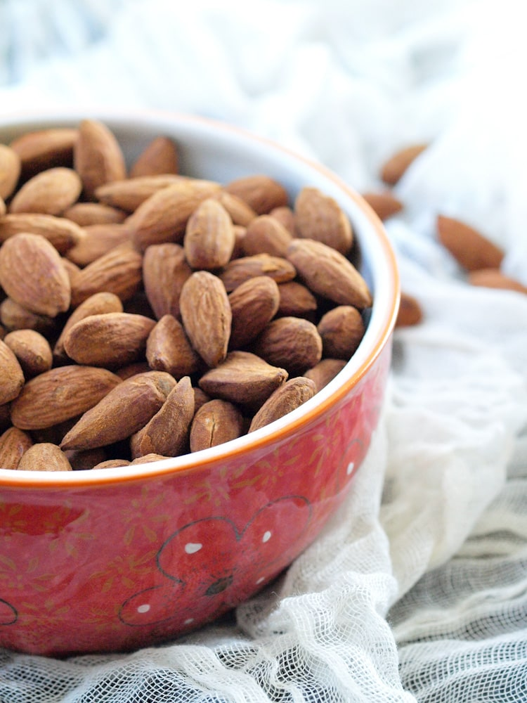 Sugar Free Cinnamon Roasted Almonds from Happy Healthy Mama