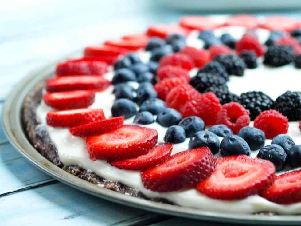Easy Fresh Fruit No Bake Dessert PIzza Recipe. This is a clean-eating recipe with all real foods! A special treat that is perfect for the 4th of July desserts or any time of the summer!
