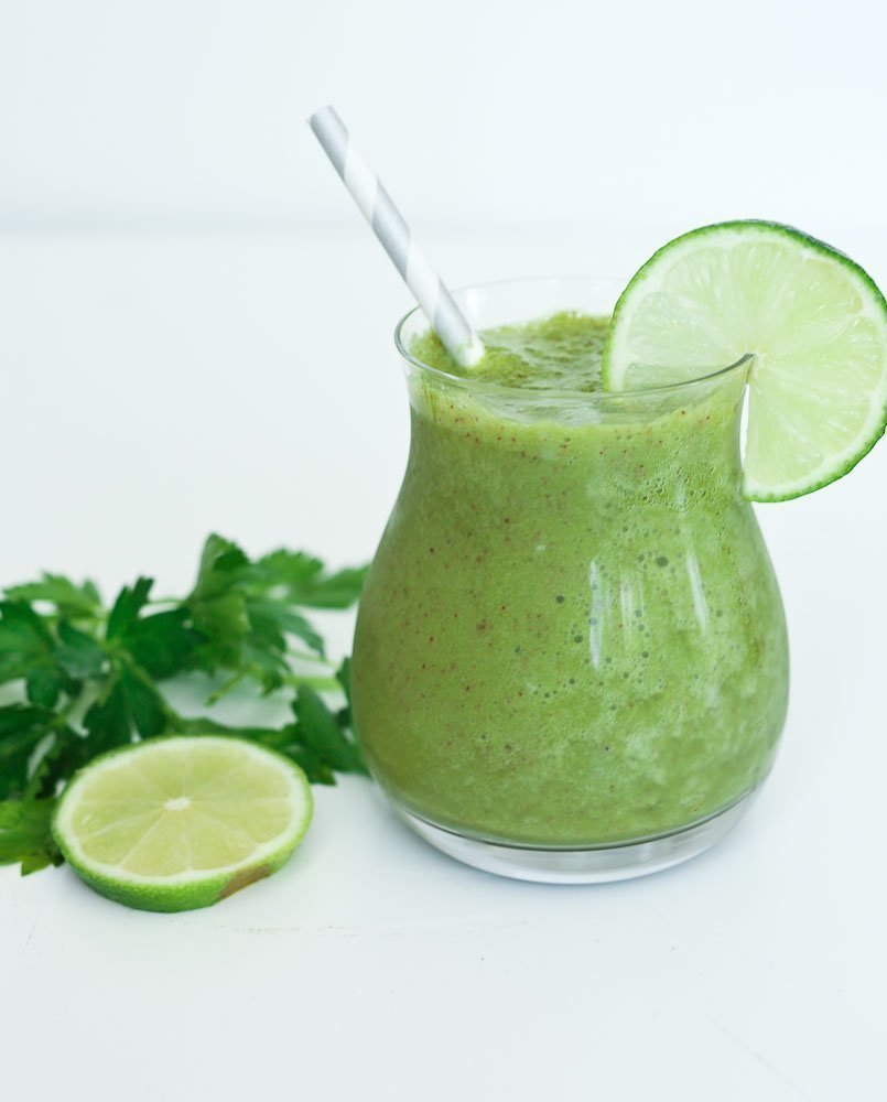 Wake Me Up Green Smoothie Recipe with parsley and lime juice