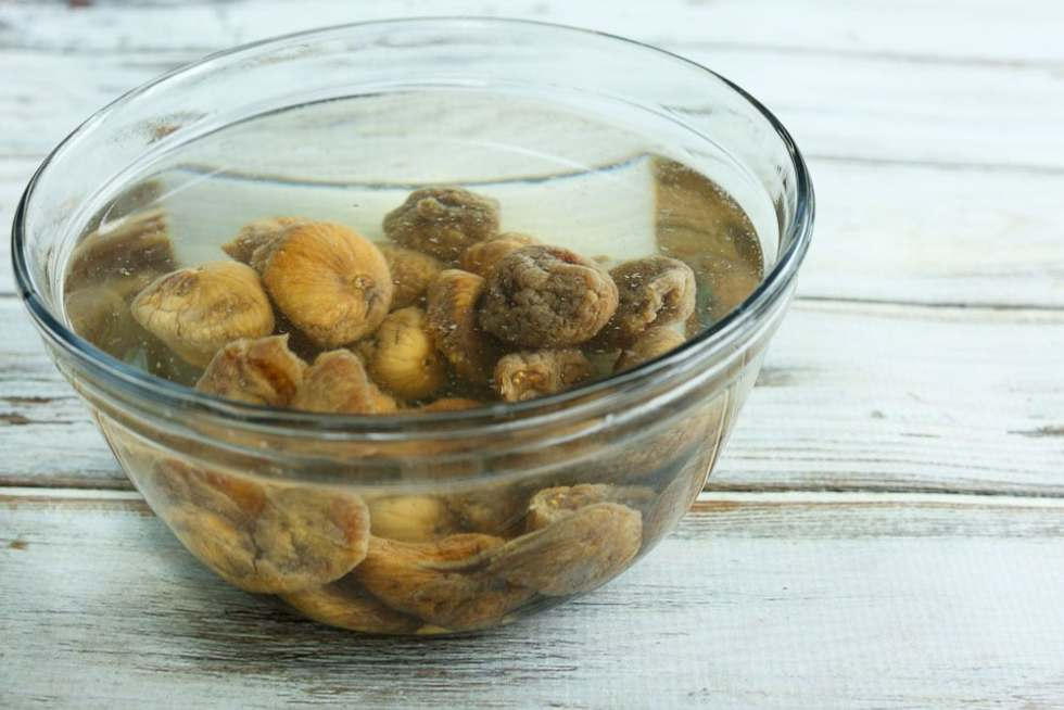 dried figs soaking for Oatmeal Fig Bars recipe