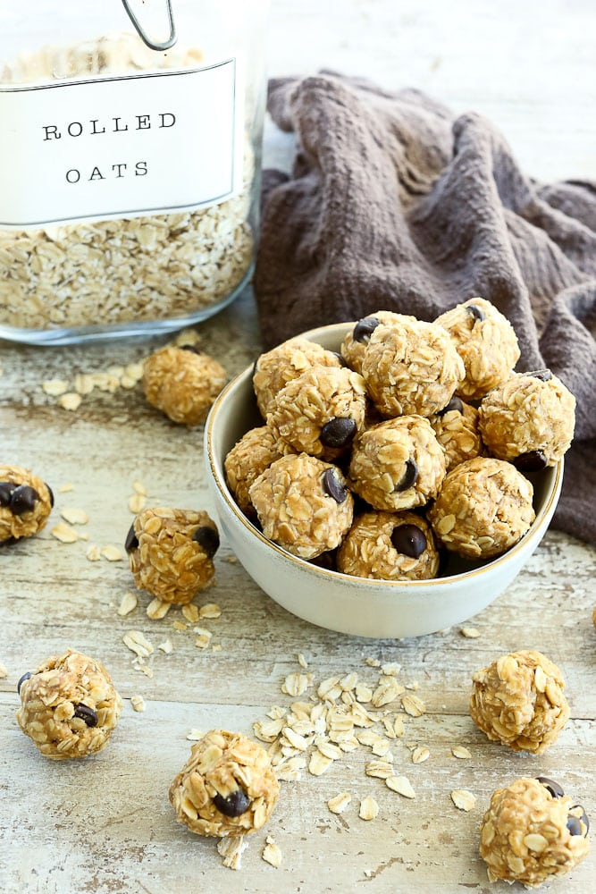 Peanut Butter chocolate Chip energy balls with oats