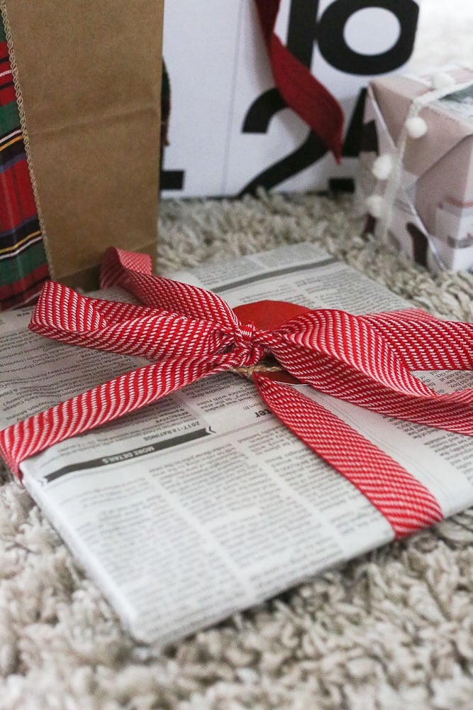 Upcycling gift wrapping ideas newspaper