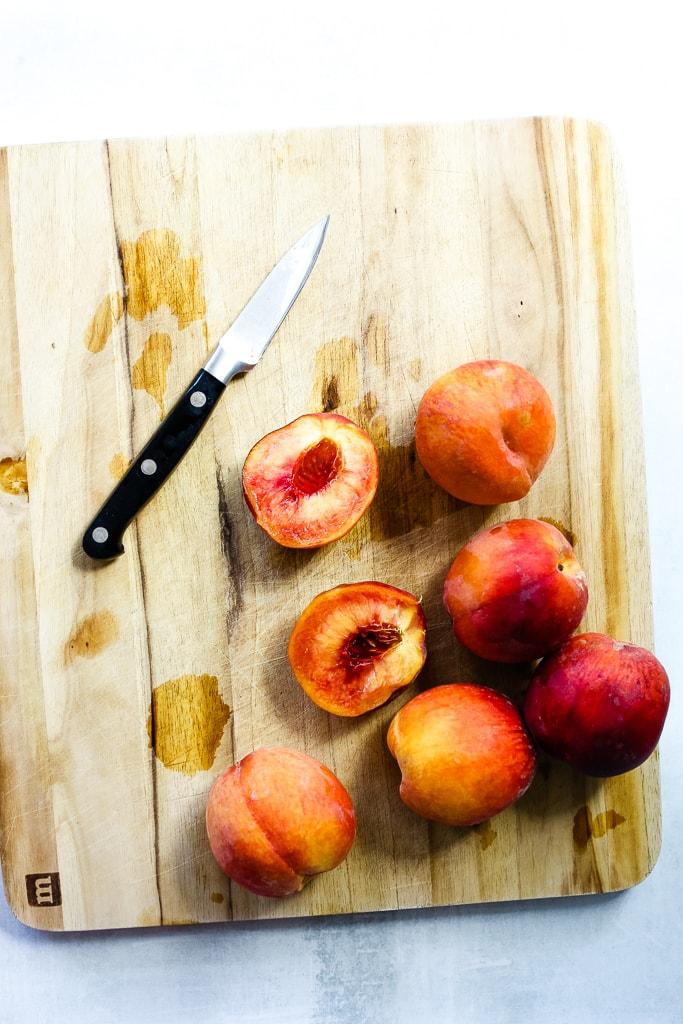 slicing fresh peaches