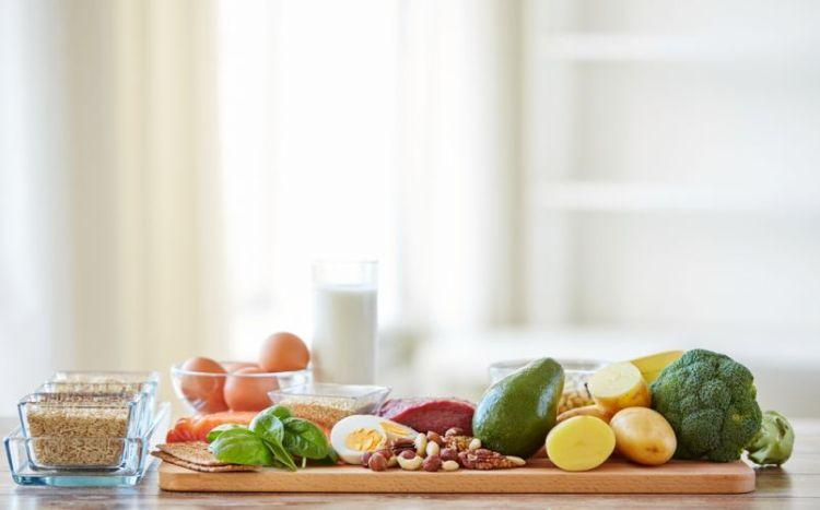 healthy-eating-balanced-diet-kitchen