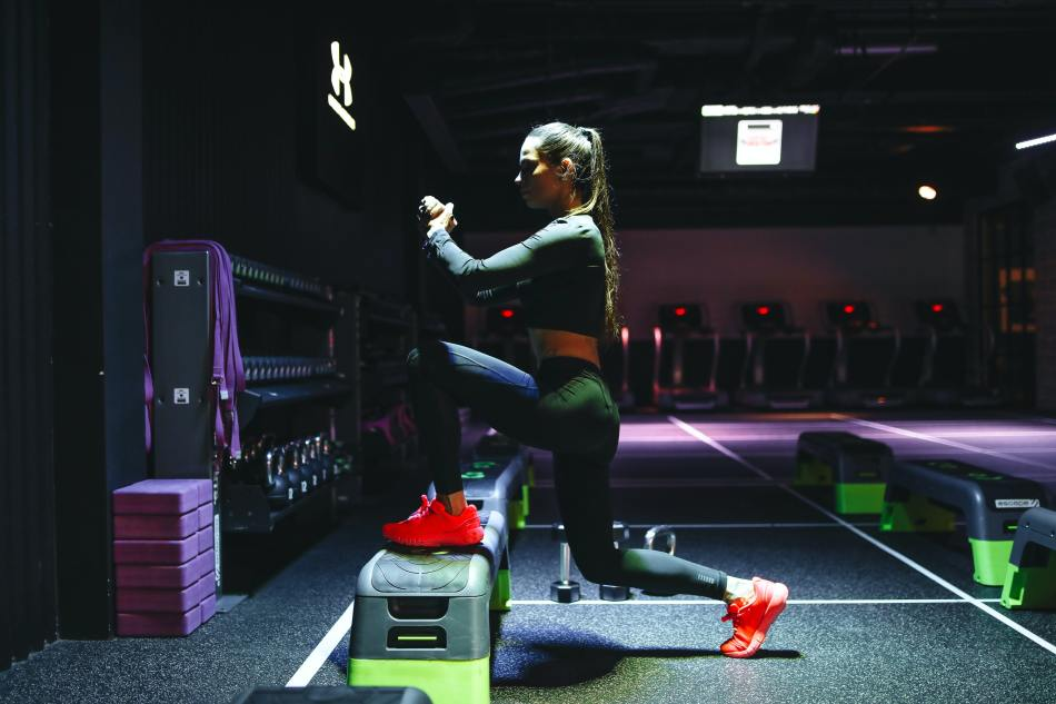 Woman Lunging- Benefits of Lunges