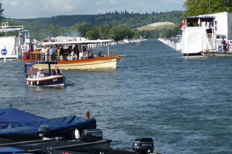 2008-Henley-Royal-Regatta-view-on-the-course-form-the-bridge-in-Henley-RP1000231