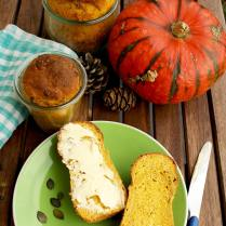 Pumpkin Yeast Bread in a Jar: easy and aromatic pumpkin bread that can be preserved for later. Great homemade gift idea for holidays for your loved ones!
