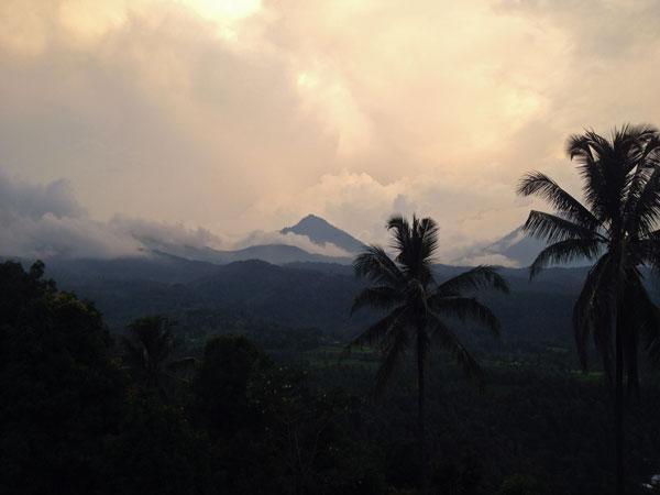 Мундук, остров Бали - зеленые холмы и рисовые плантации.