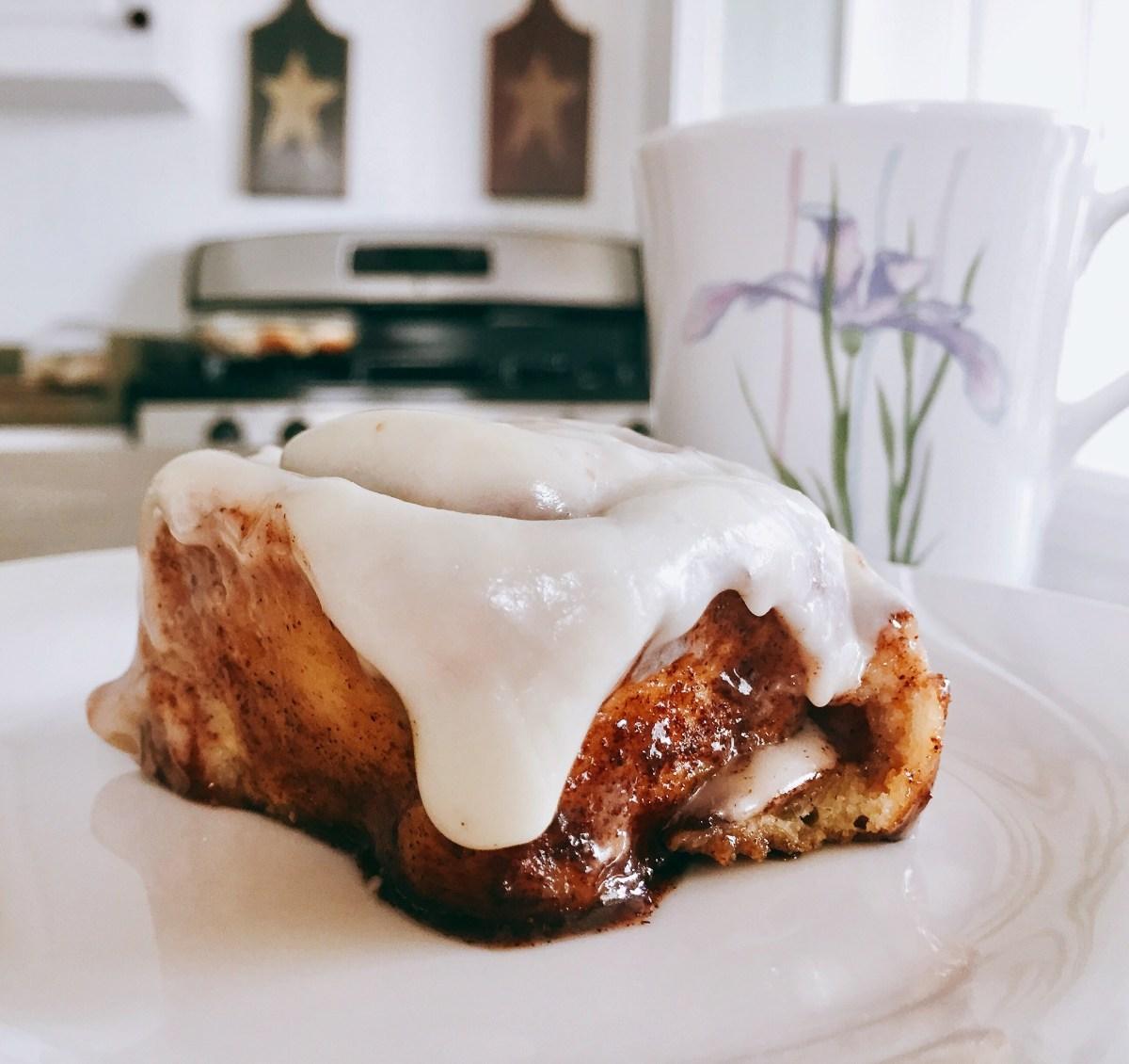 Big, Fat, Ooey, Gooey Cinnamon Buns by happylifeblogspot.com #cinnamonbuns #creamcheesefrosting #cinnamonrolls #cinnamon