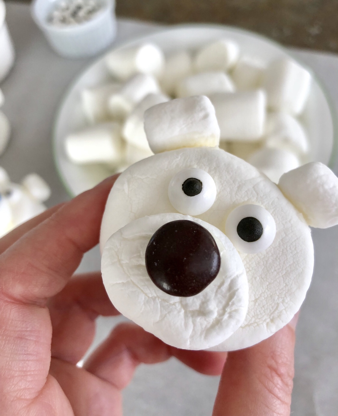 Polar Bear Marshmallows by Happylifeblogspot.com #polarbearmarshmallows #polarbear #marshmallows #boredombuster #nobake #kidfriendlyrecipes #kidscrafts