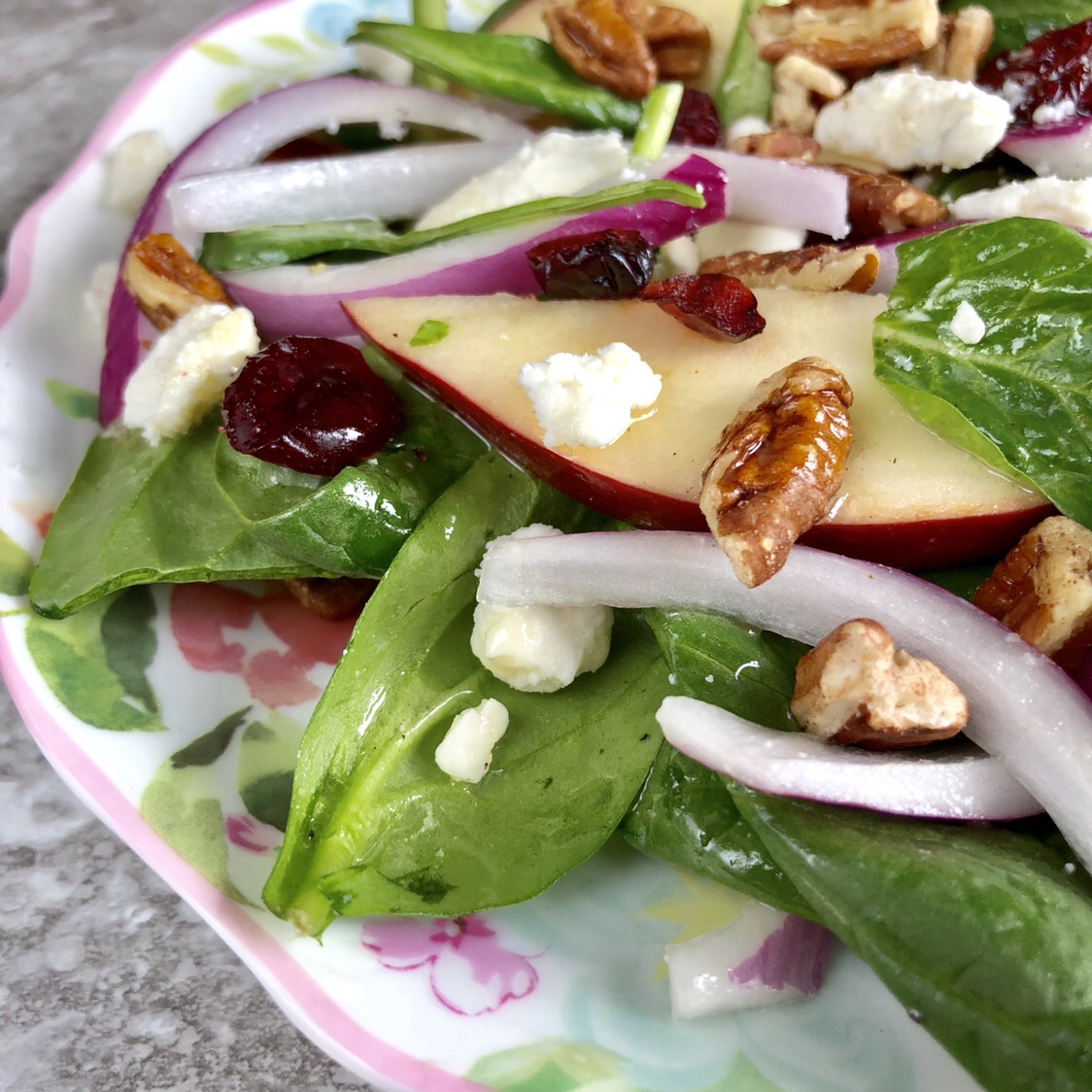 Apple Cranberry Pecan Salad with Maple-Vinegarette by happylifeblogspot.com #salad #spinachsalad #spinach #springsalad #fallsalad
