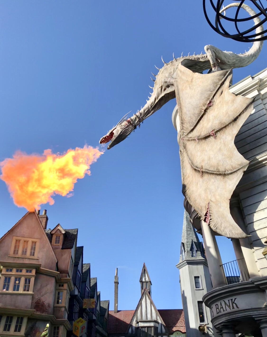 Fire Breathing Dragon | The Wizarding World of Harry Potter #grigottsbank #harrypotter #universalorlando #harrypotterdragon #diagonalley