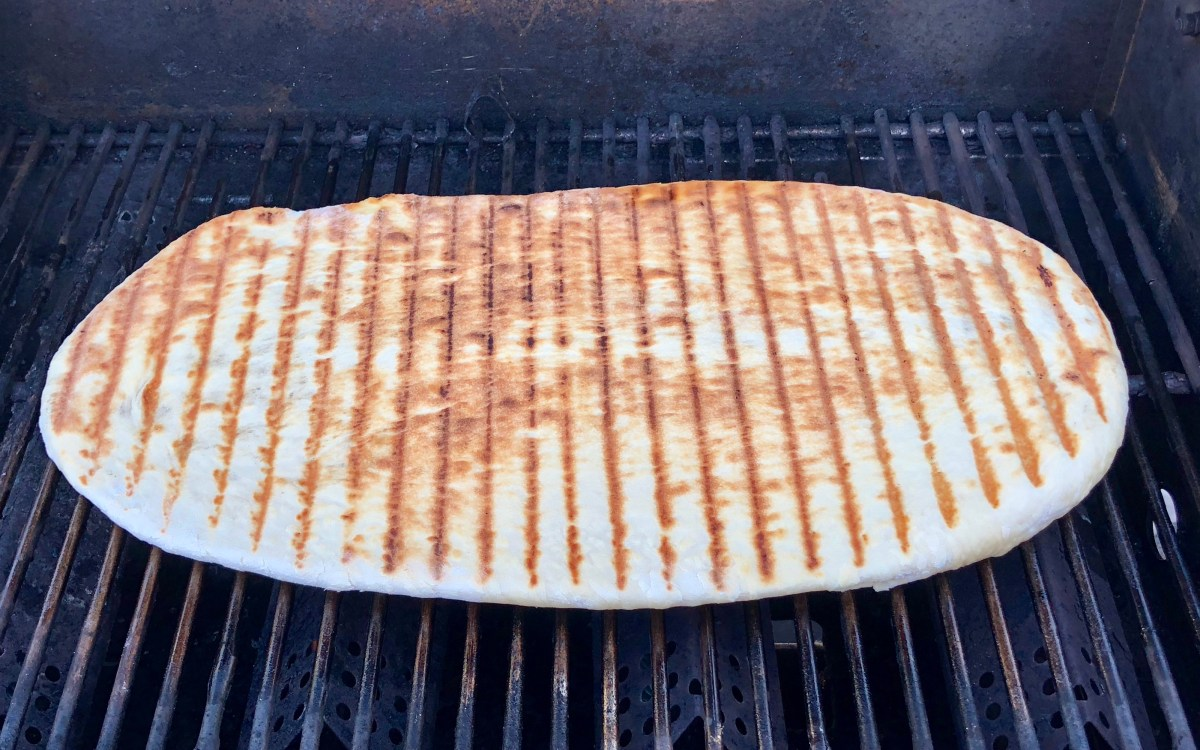 Gourmet Pizza on the Grill by Happylifblogspot.com #grilledpizza #pizzaonthegrill #homemadepizza #grilledflatbread #campingrecipes