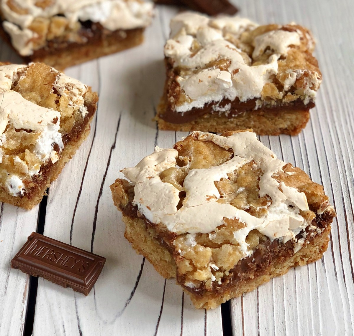 S'mores Bars by Happylifeblogspot.com #smores #cookiesandbars #summerdessert #dessert #marshmallowfluffrecipes #smoresdessert