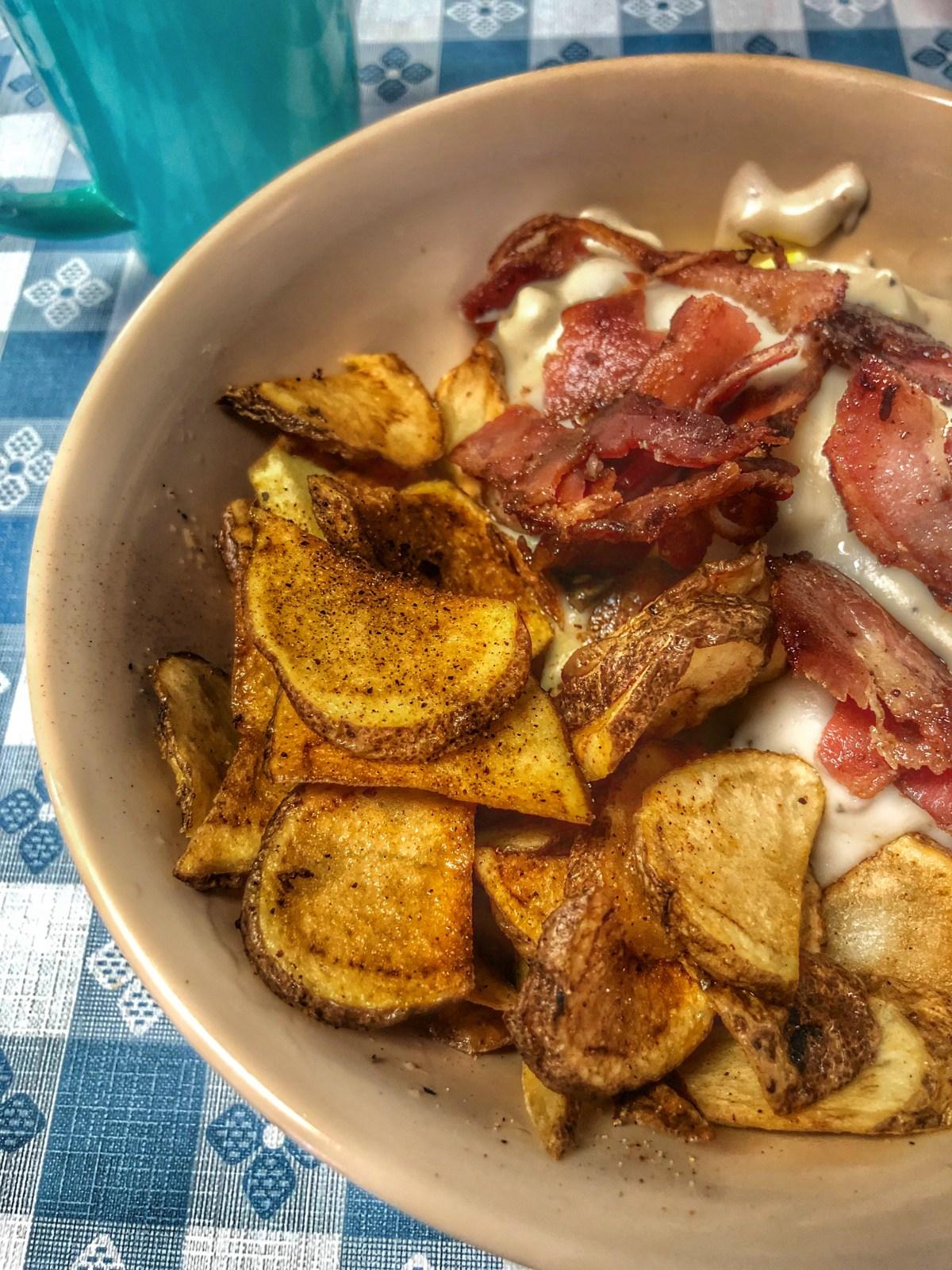 Bacon Breakfast Bowl at Lynchburg Fixins #lynchburgfixins #jackdanielsdistillerytour #downtownlynchburg #mainstreetlynchburg #wheretoeatinlynchburg #restaurantsnearjackdanielsdistillery