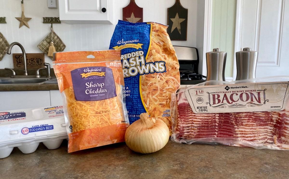 Cast Iron Breakfast Skillet ingredients list #castironcooking #campfirebreakfast #breakfastforacrowd #easybreakfastrecipes #baconandeggsskillet