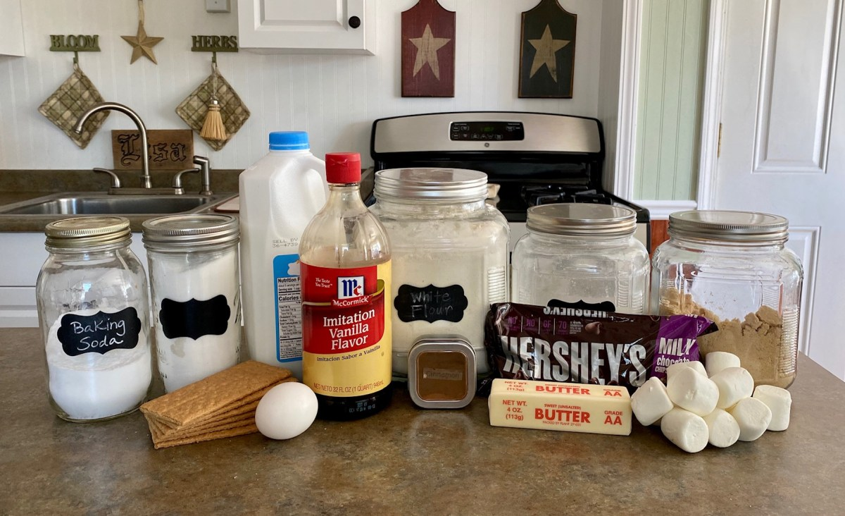 S'mores Sandwich Cookies ingredients list #s'mores #smores #cookies #sandwichcookies #rainydayfun