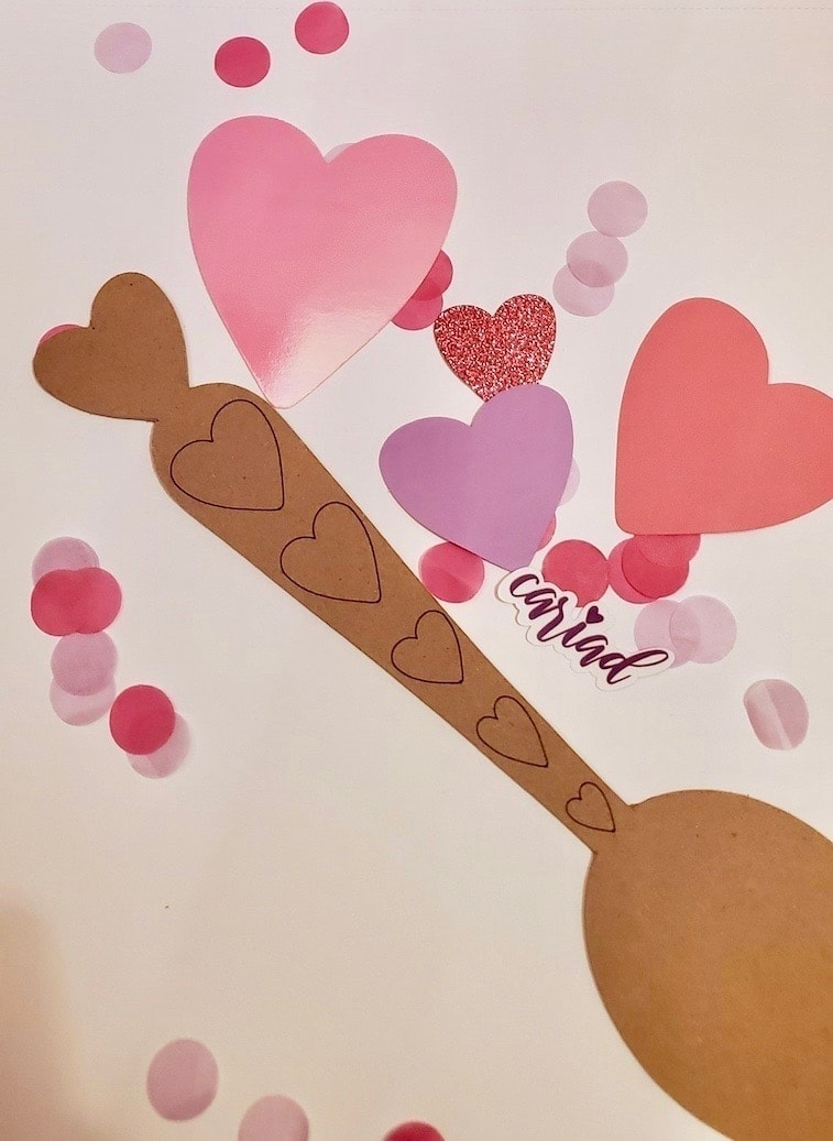 Photo of a brown spoon and pink hearts