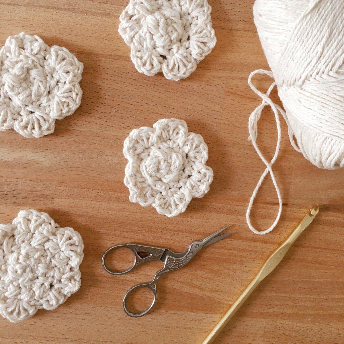 daisy crochet face scrubbie free pattern