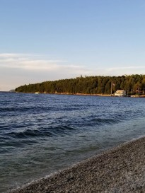 Door County Wisconsins with Kids. The best things to do on Family Vacation. Visit state parks, beaches, fish boils, cute shops and more. Plan your trip to Door County with this Ultimate Guide. #doorcounty #visitWI #travelwithkids #familyvacation