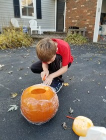 Carving Pumpkins is a traditional Halloween Activity you can't miss out on with the kids. #halloween #pumpkins #carvingpumpkins #kidsactivity
