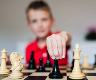 Play a game of Chess on Zoom with Friends. Easy virtual game to play over Zoom or Facetime for kids and adults. #virtualgames #chess #kidsgames #zoomgames
