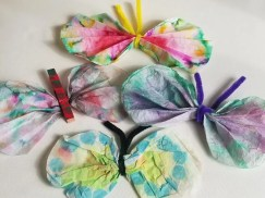 Arts & Craft Ideas for Kids - Coffee Filter Butterflies made with items you have at home.  #coffeefilterbutterflies #kidscraft #butterflies #craftsforkids
