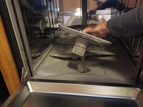 How to Clean the Filter in a Dishwasher. Simple cleaning hack to get all the grim off your filter.  #dishwasher #cleaning #cleaninghack