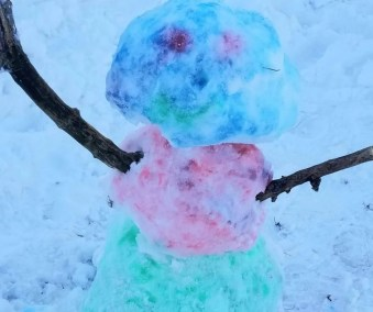 Painting a Snowman with cool snow paint the kids will love this winter.