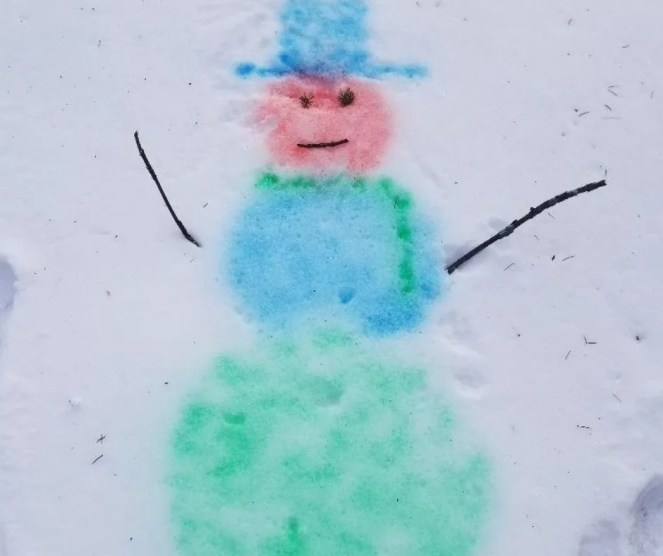 Cool Winter Activity for kids -Painting the snow craft outdoors for kids.