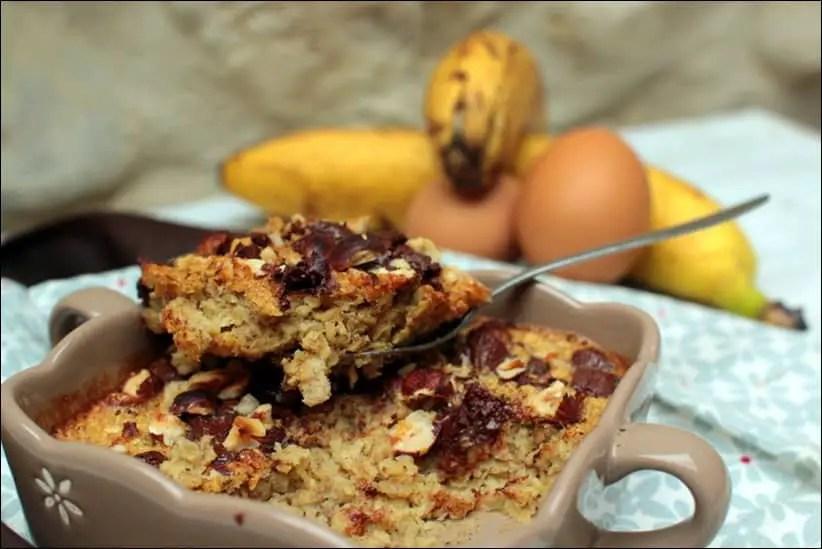 Baked oatmeal à la banane, au chocolat et aux noisettes – sans lactose