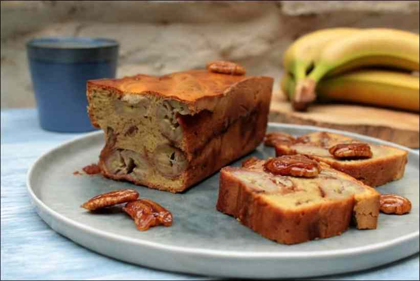 cake à la banane et aux chouchous (pralines) de noix de pécan