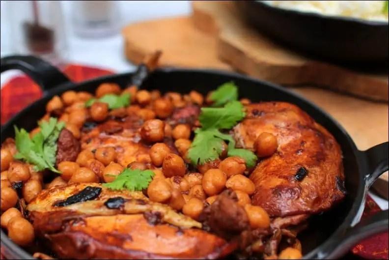 poulet aux pois chiches et à la cannelle sauce tomate