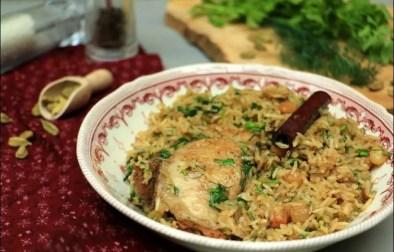 poulet à l'oignon caramélisé et riz à la cardamome de Yotam Ottolenghi