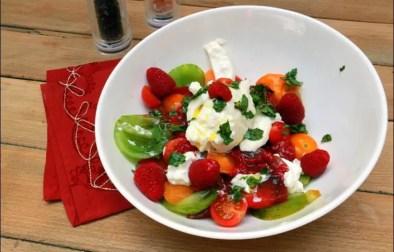 salade colorée aux tomates et buratta