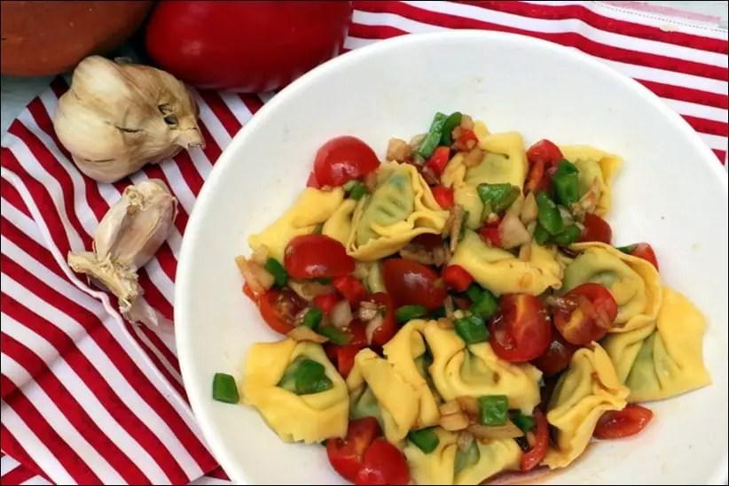 salade de tortellini aux poivrons marinés
