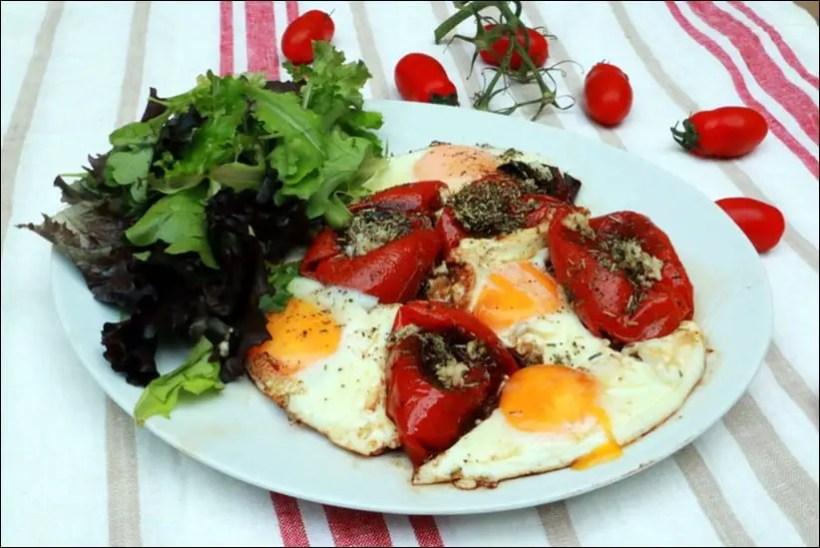 œufs à la tomate