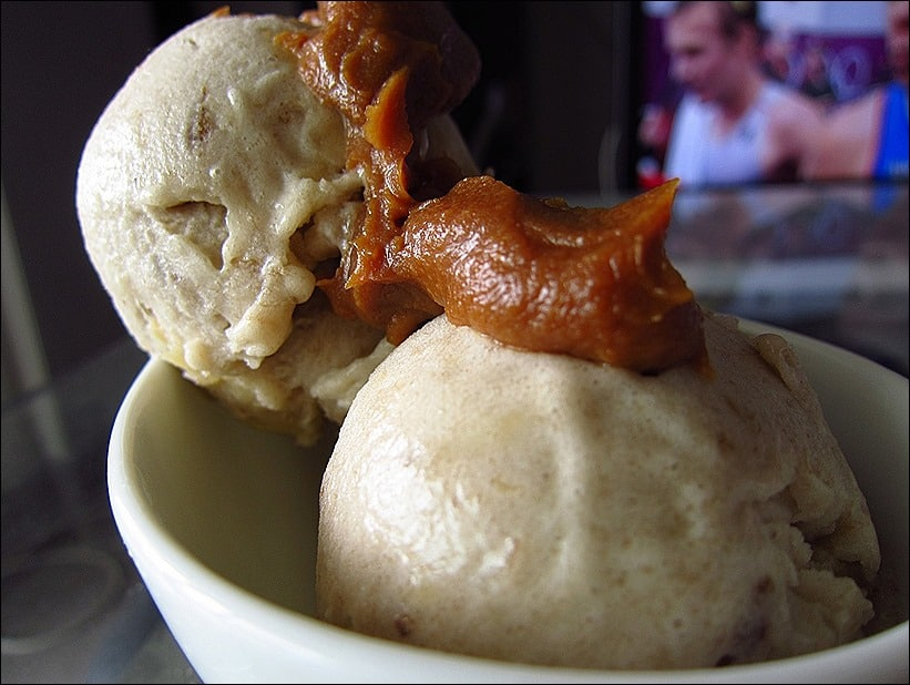 Nice cream (banana ice cream) au beurre de cacahuètes – sans sorbetière