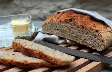 pain cocotte à la farine d'épeautre et aux graines