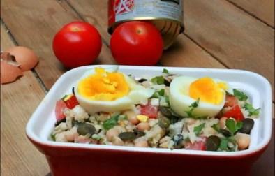salade de riz complète aux haricots blancs thon et oeufs mollets