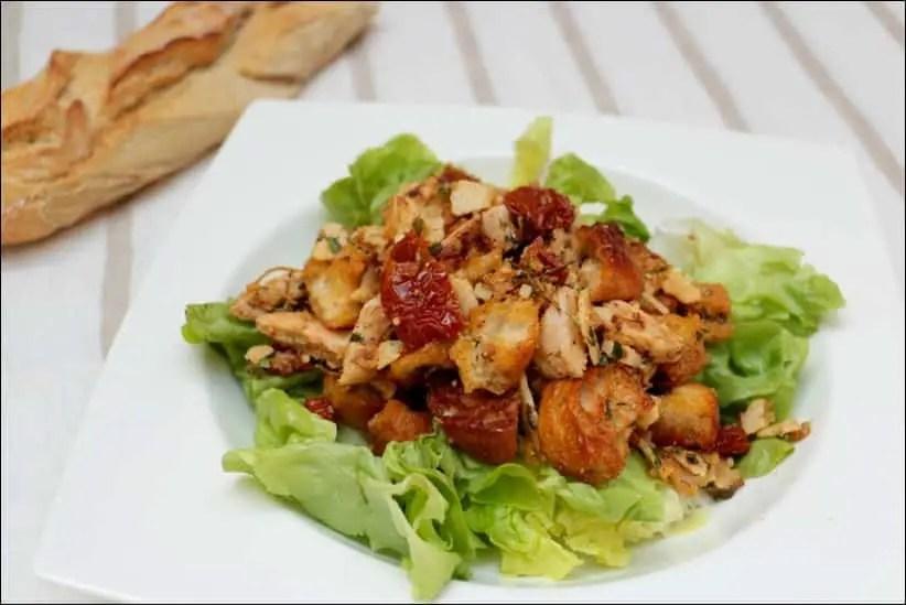 salade romaine de croûtons au poulet et parmesan