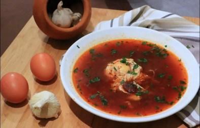 soupe méditerranéenne au chorizo et oeuf poché