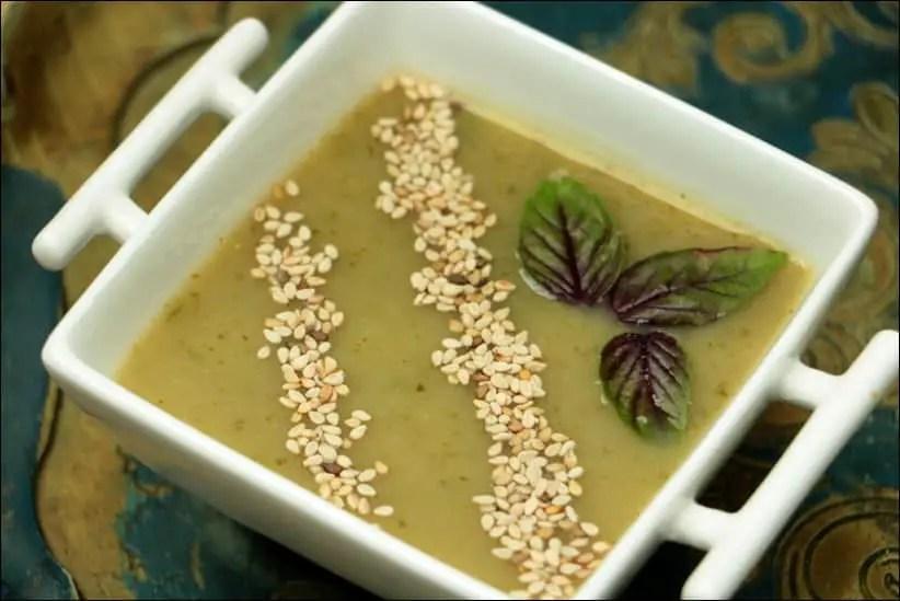 soupe glacée aux courgettes artichats et basilic
