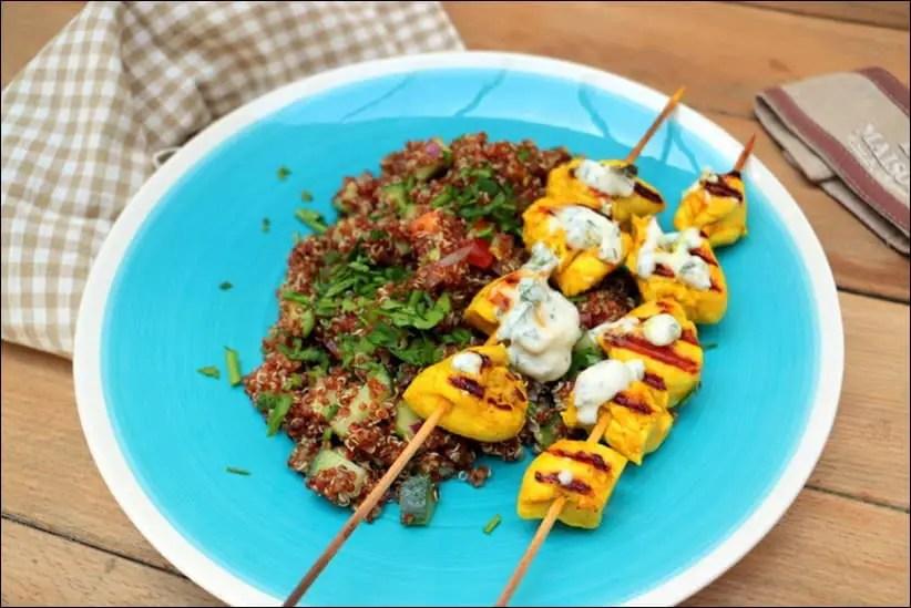 taboulé de quinoa rouge et brochettes de poulet sauce au yaourt grec