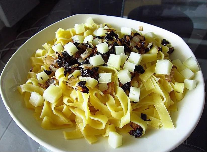 tagliatelles au citron olives noires et fromage de brebis