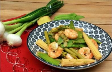 wok printanier aux crevettes