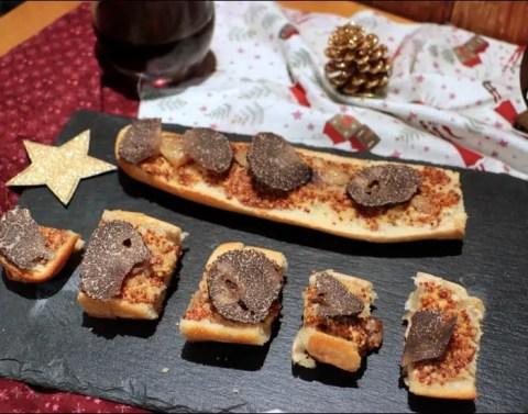 tartines à la moelle et à la truffe de Juan Arbalaez