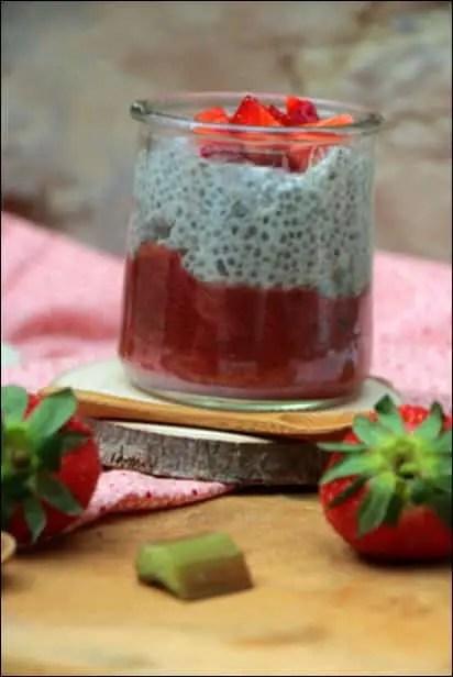 pudding de chia lait de coco vanille fraises